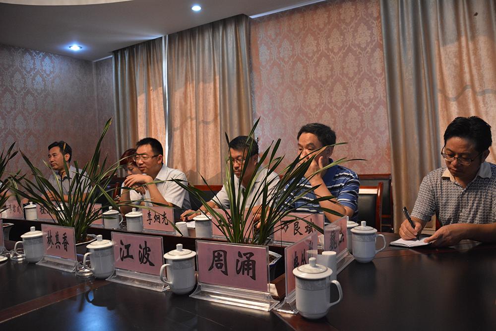 公司领导与yabovip28政协、统战部、林业局、园林局、花卉协会,赴云南重庆等地考察花卉产业建设情况